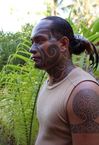 Omg This Is The Guy That Tattooed Me My Husband Last March In Moorea Traditional Polynesian Polynesian Tribal Tattoos Maori Tattoo Maori Tattoo Designs