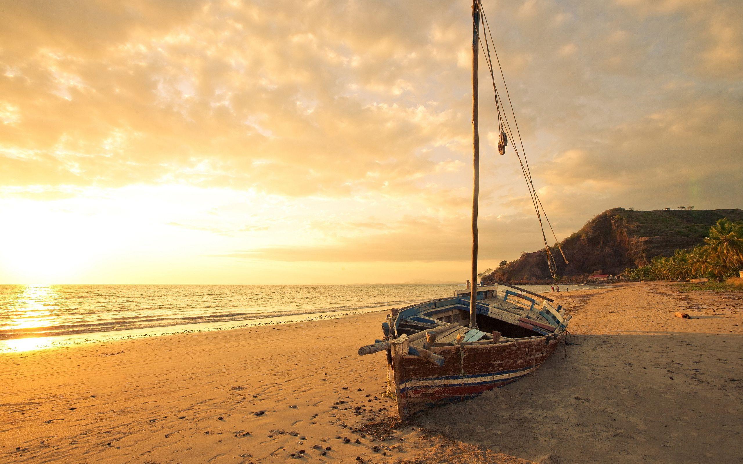 Alone Boat In Sea Wallpapers For Desktop
