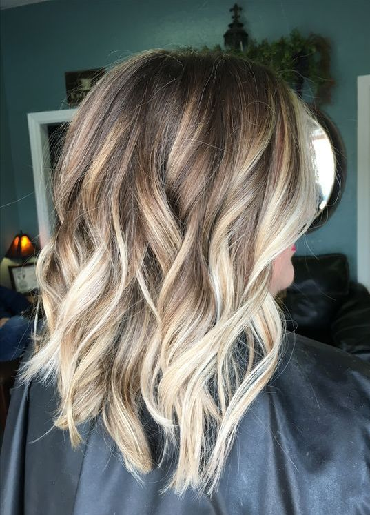 Multiple Shades Of Blonde Caramel Hair Color Ideas for Fall/Winter
