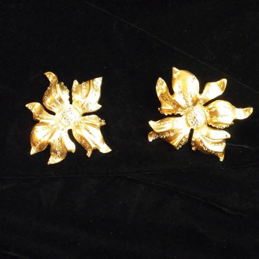 Brilliant #gold Dahlia #drapery #holdbacks with #swarovskicrystals