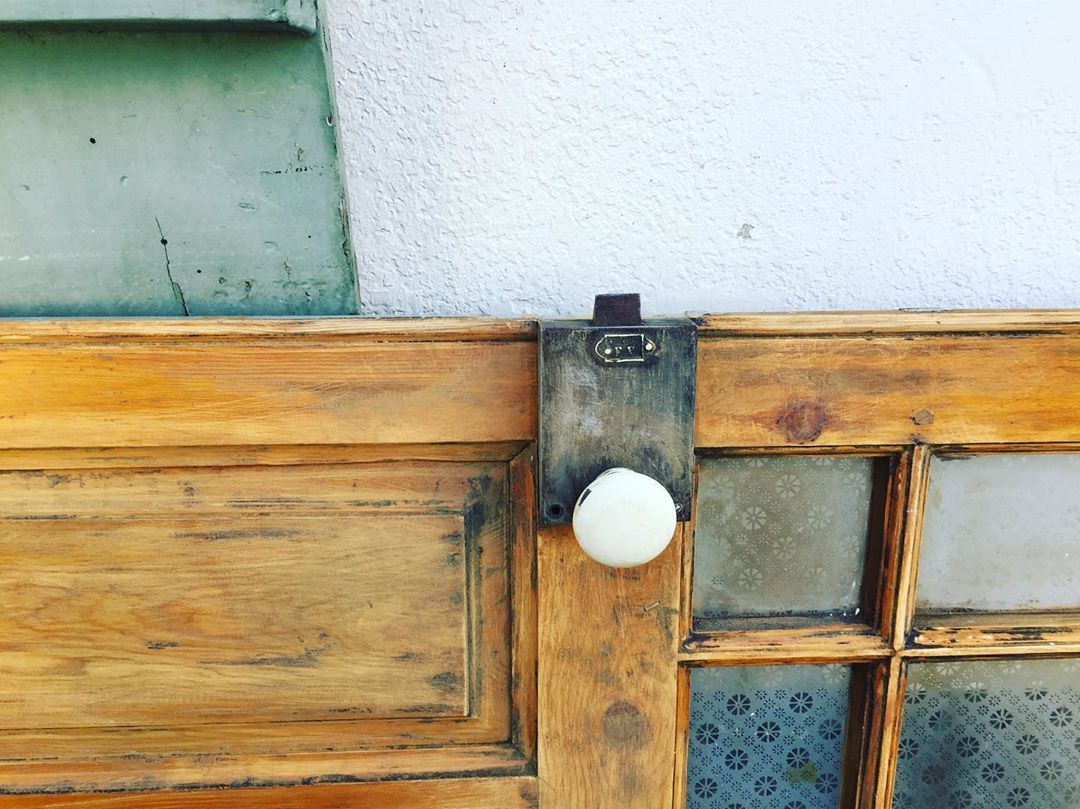 "amande dbc  🐘 on Instagram: ""🦈#decapage #porteancienne #porte #instadecor #instadeco #instadecoration #decorationinterieur #deco #renovation #renovationmaison #patine…"""