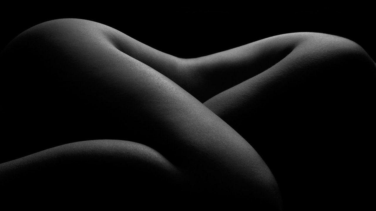 Body in Grey Scale by ~tat2curt12
