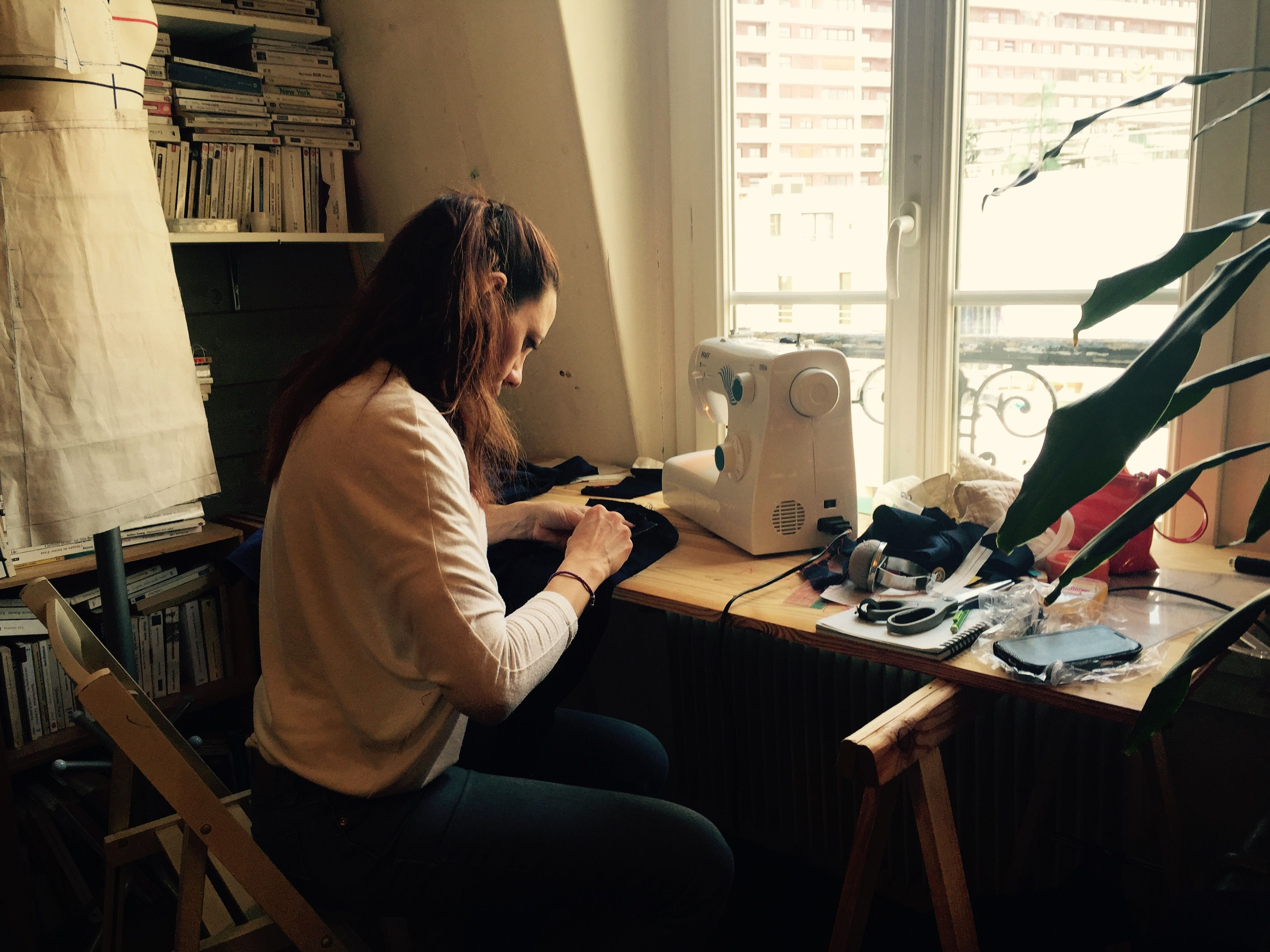 Cours de couture à la charmante manufacture #couture #diy #cours #stage #paris #débutant #perfectionnement #creation #modeparis #fairesoimeme #lacharmantemanufacture www.facebook.com/lacharmantemanufacture