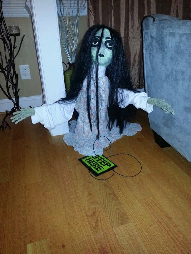 my haunted house used the jumping spider prop from spirit halloween store to make her