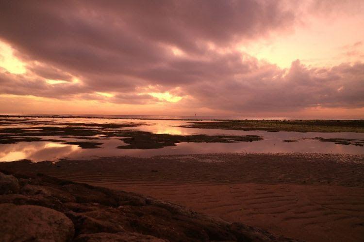 Terkeren 30 Pemandangan Pantai Di Pagi Hari Menjelang Sore Hari Kamu Bisa Menikmati Indahnya Pemandangan Sunset Di Pegunun Di 2020 Pemandangan Pantai Matahari Terbit