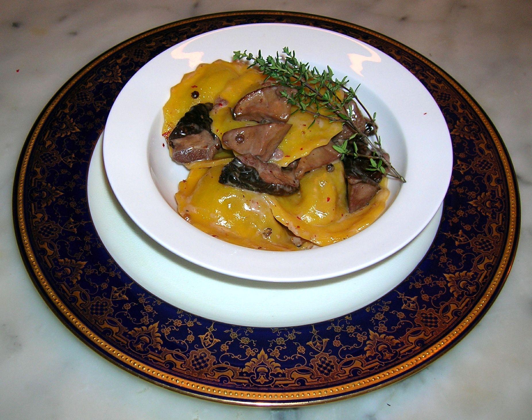 Ravioli di foie gras ai funghi porcini e pepe rosa  ©