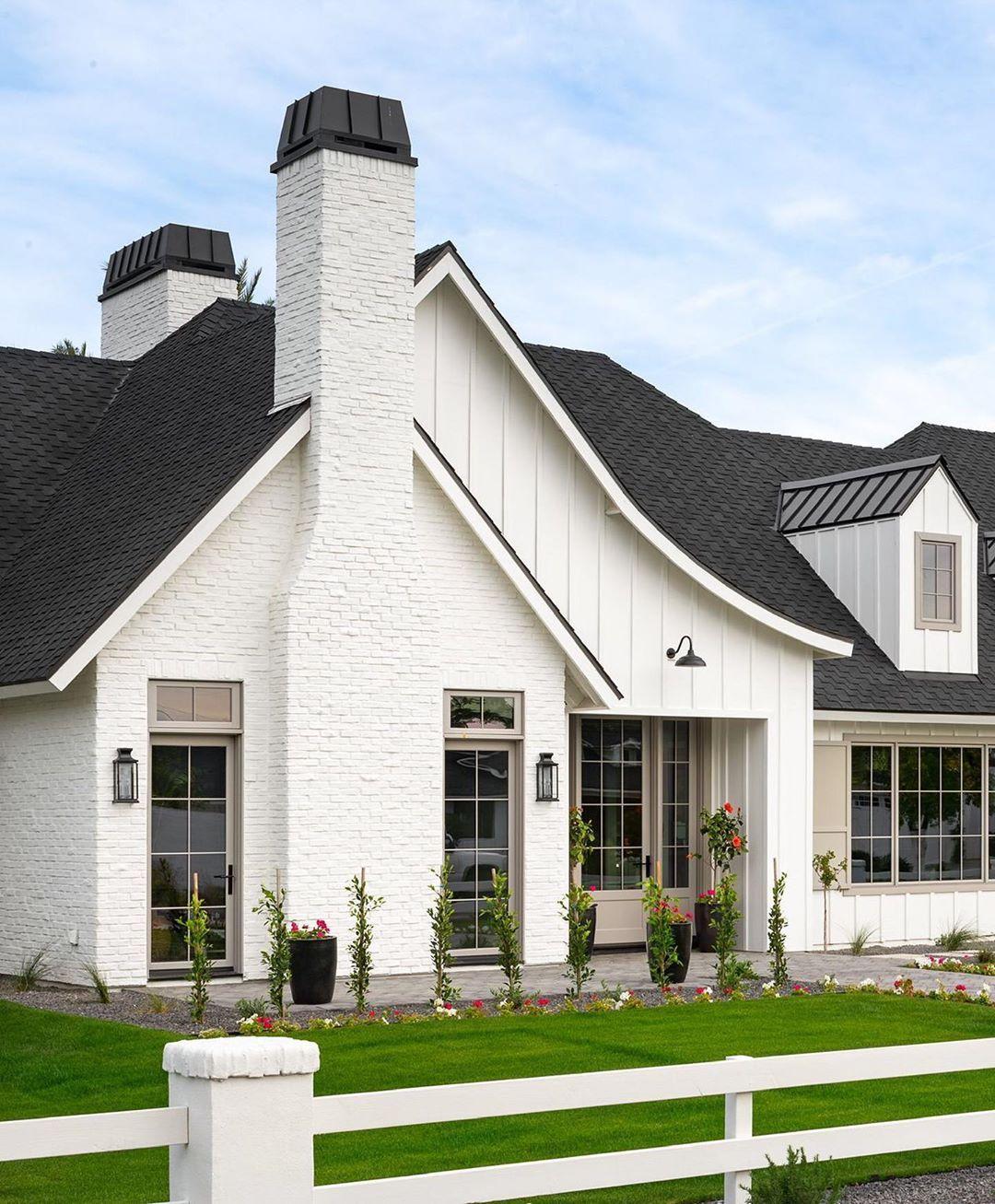 Дизайн частного дома в белом цвете фото