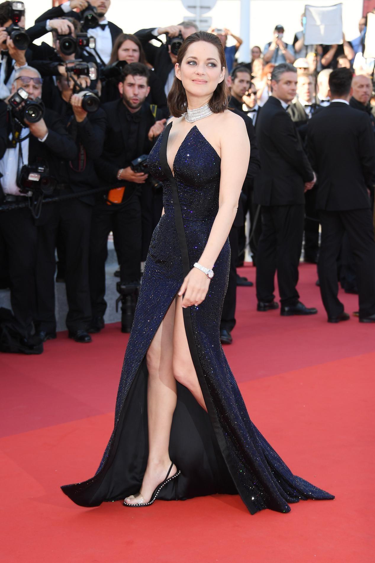 Cannes 2017 Marion Cotillard En Robe Fendue Sur Le Tapis Rouge