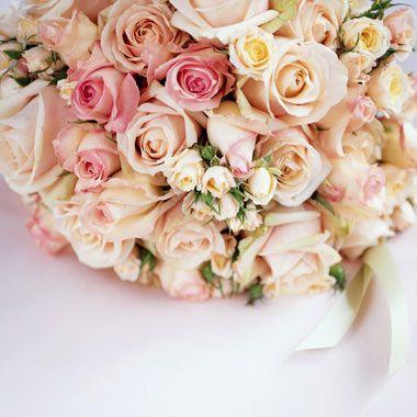 باقات ورود كبيرة حمراء صفراء زرقاء ملونه روعه ناعمه جدا جذابه Spray Roses Tuscan Wedding Floral Wreath