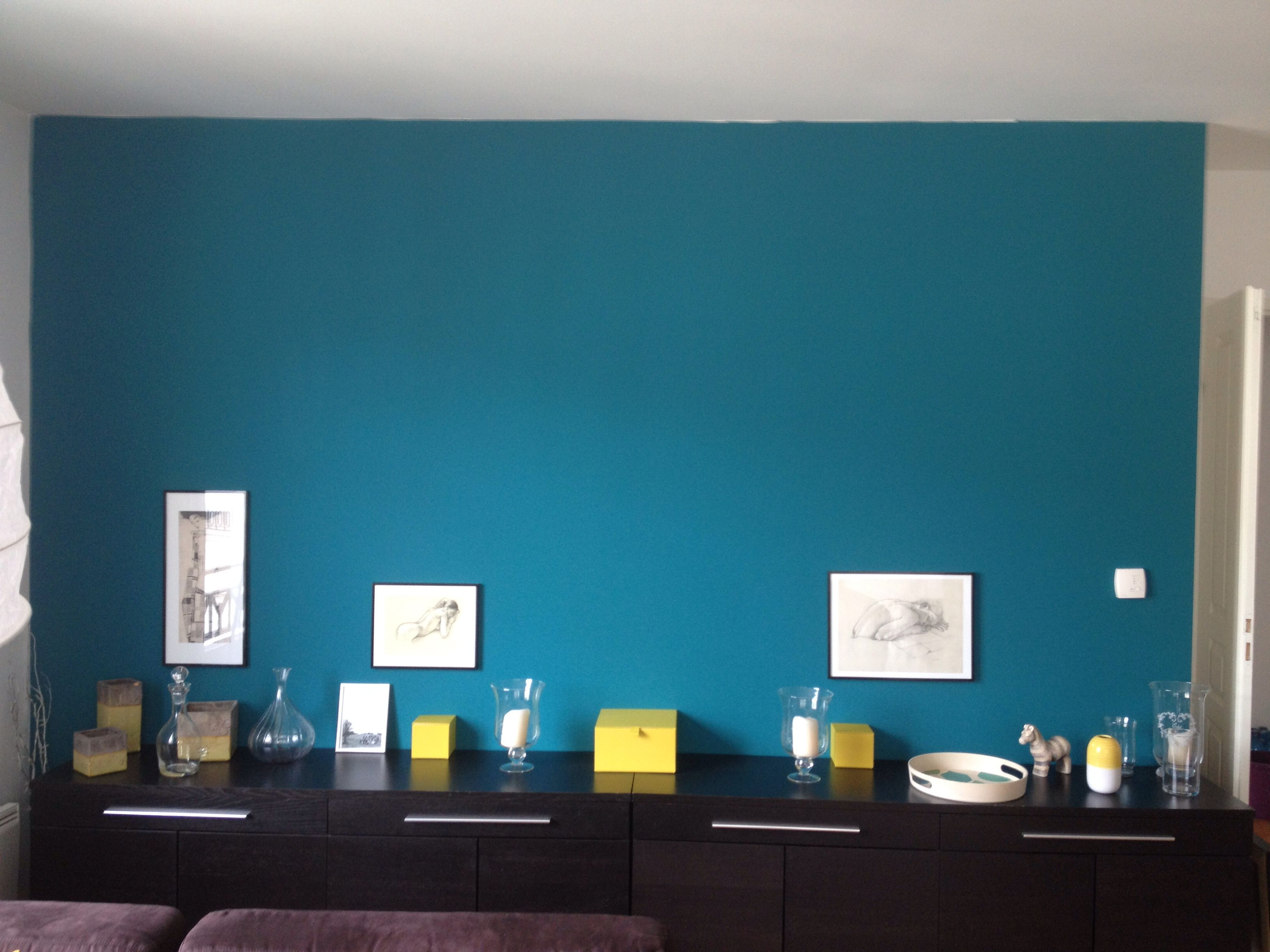 Mur salon bleu canard ... | Projets à essayer | Idée déco ...