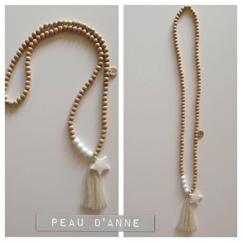 sautoir en perles en bois naturel et pompon beige collier par podanebijoux bijoux. Black Bedroom Furniture Sets. Home Design Ideas