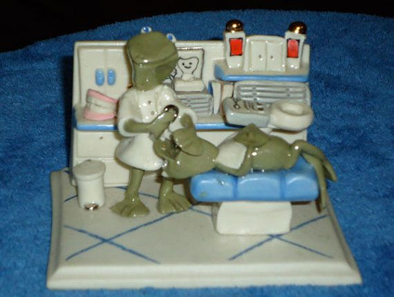 Whimsical Vintage Frog Dentist Sculpture by 7AWestCollectibles
