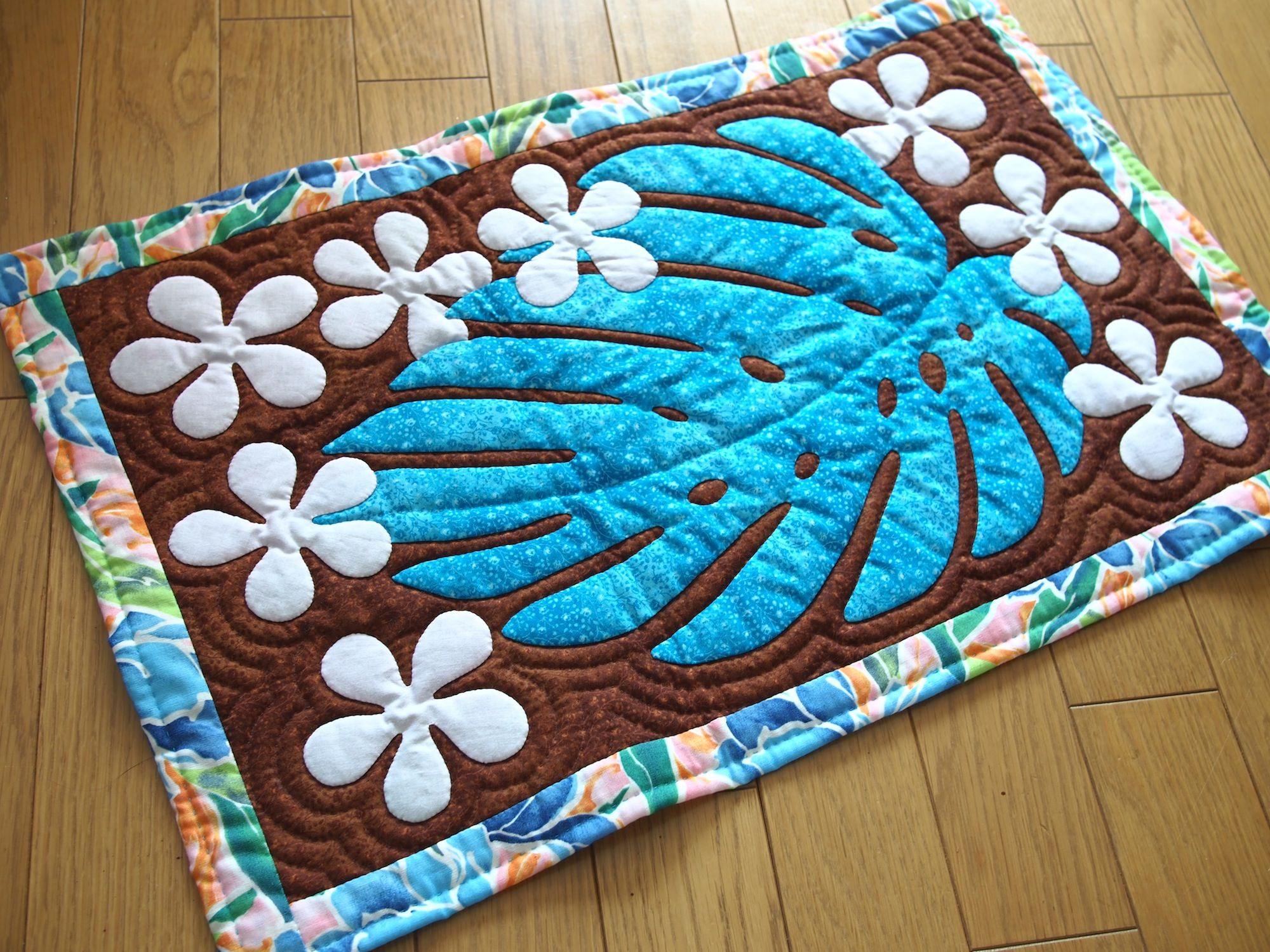 Hawaiian Quilt   tifaifai APE ou monstera   Pinterest ...