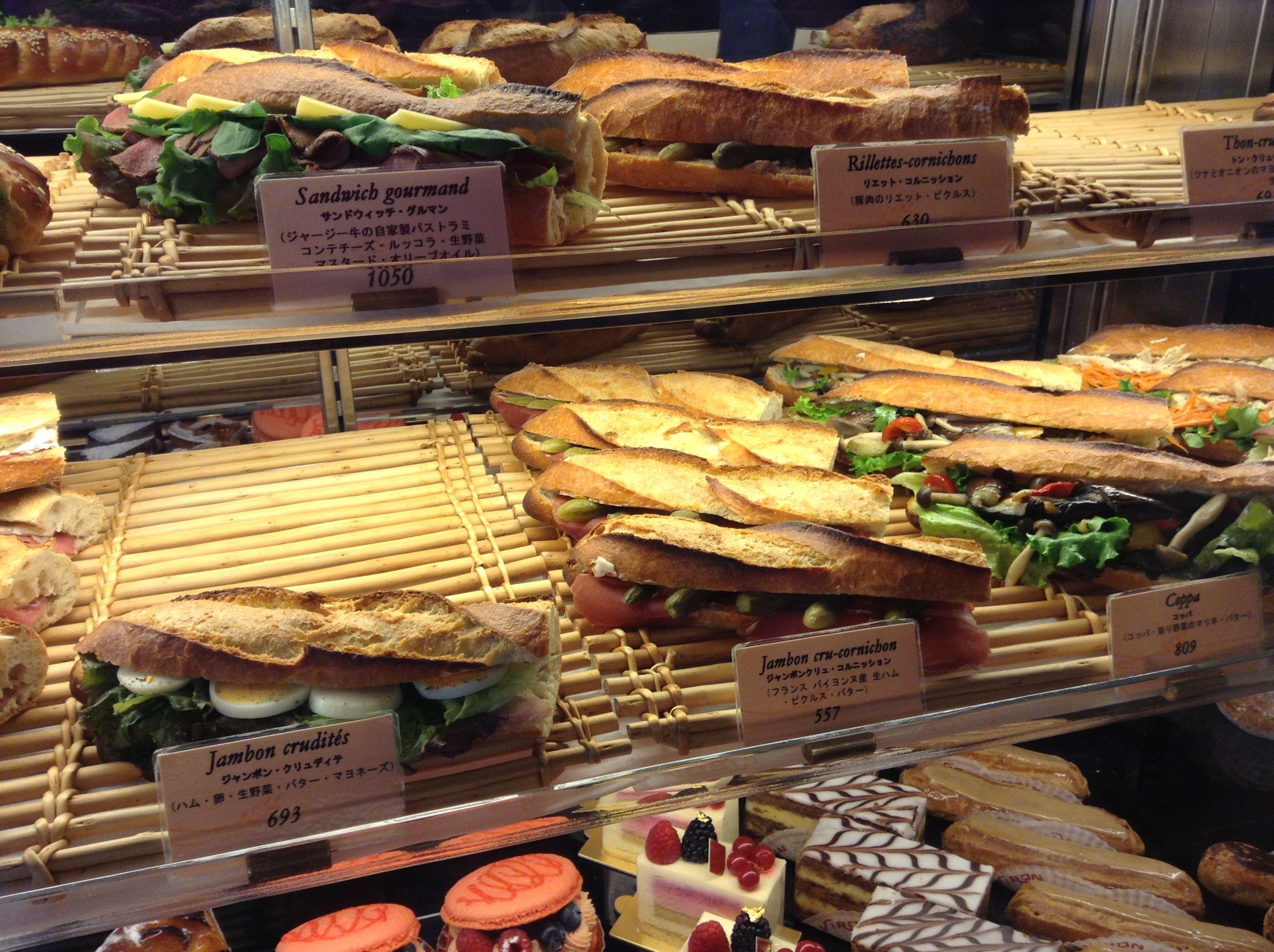 Empty bakery shop window szukaj w google onnomnom for Food bar 36 cafe