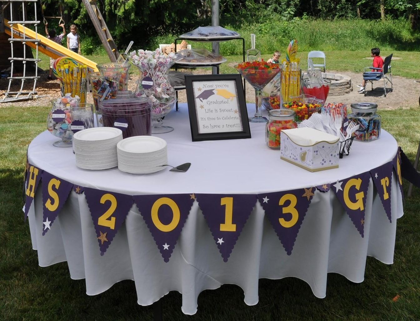 Grad party buffet i like the idea of a round table Round table decoration ideas
