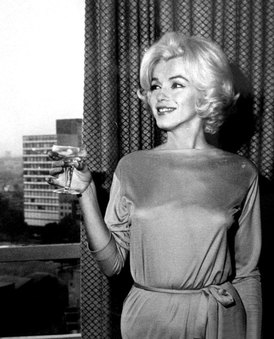 "1962 Confrence De Presse Au ""continental-hilton Hotel"