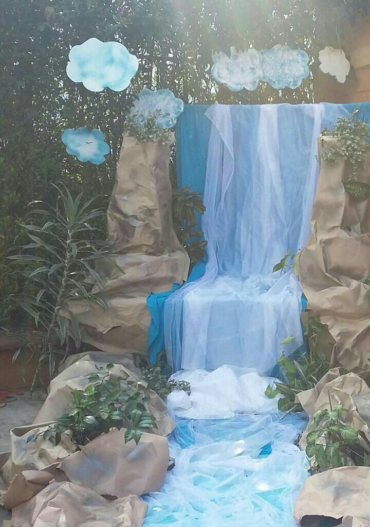 Soft Fabric Waterfall Great Party Decor Ideas