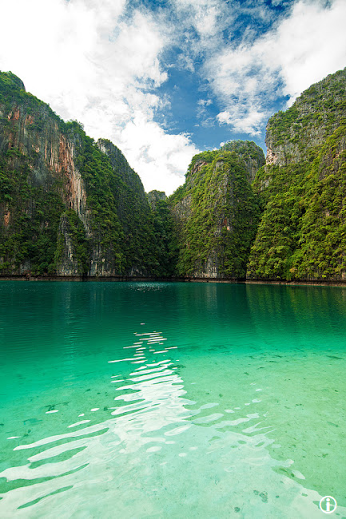 Phi Phi Islands are located in Thailand, between the island of Phuket and the west coast of the Andaman Sea, this island is divided into two parts for several other small islands, and administratively belongs to the province of Krabi. Ko Phi Phi Don (Ku = island in Thai) is the largest island in this group, and the only one that Iqqtun the population, while other beaches of the island Ko Phi Phi Lee is the most visited tourists by The_Nomad_Soul