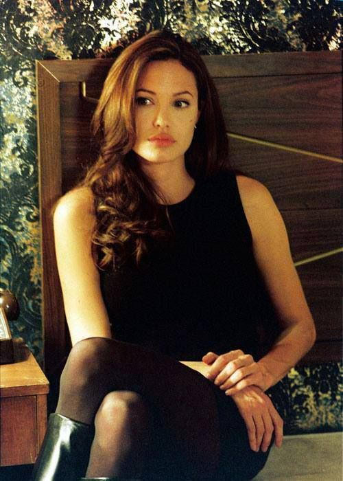 Angelina Jolie Mr And Mrs Smith Interview Angelina Jolie Is In Front Of The Rest Of The Competition For Most Elevated Paid On Screen C Angelina Jolie Style Angelina Jolie Pictures Angelina Jolie Photos