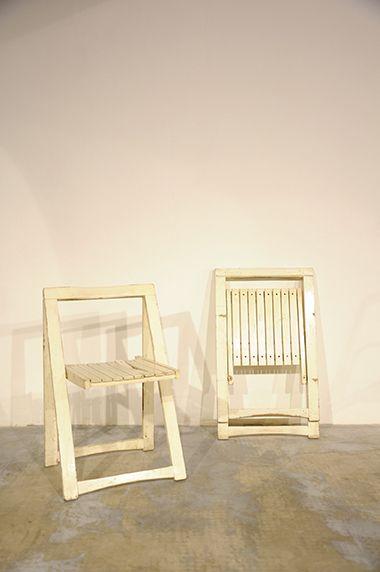 Interior design recupero coppia di sedie pieghevoli bianche in legno ...