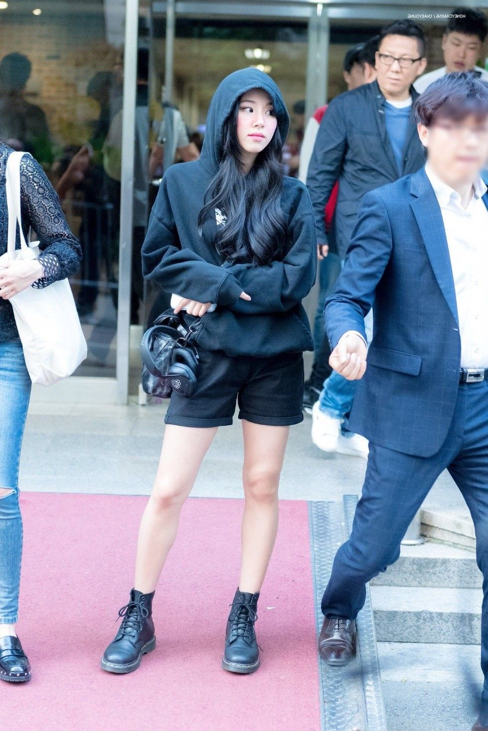 Pin By Fiorella On Kpoppies Cute Airport Outfit Kpop Fashion Doc Martens Outfit