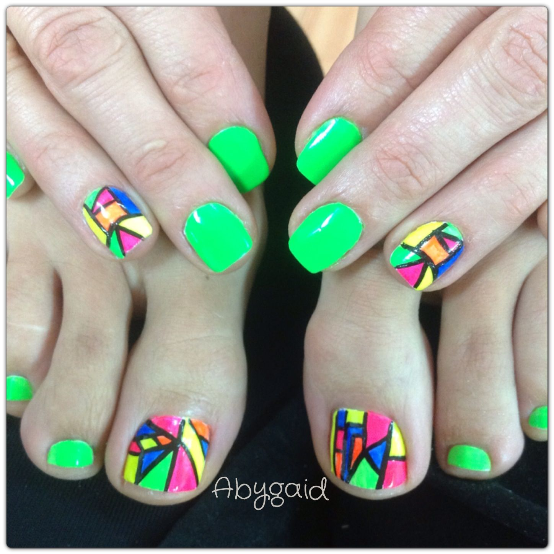Manicure y pedicure decorado en tipo vitral con colores neón ! | Aby ...