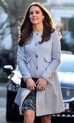 f175694bf7b Pregnant Kate Middleton wears her favorite maternity designer
