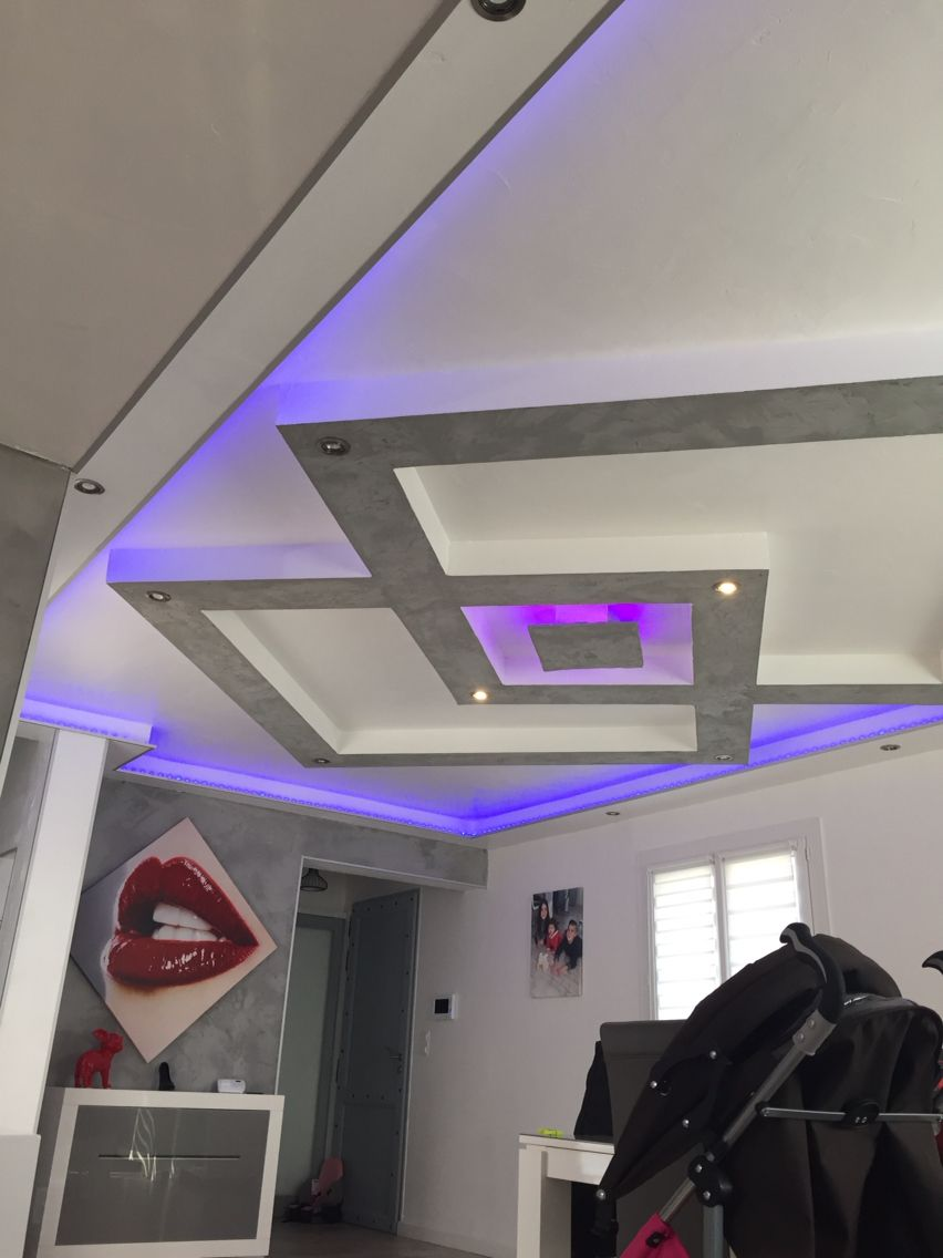 Plafond placo design relief led faux plafond for Design plafond salon