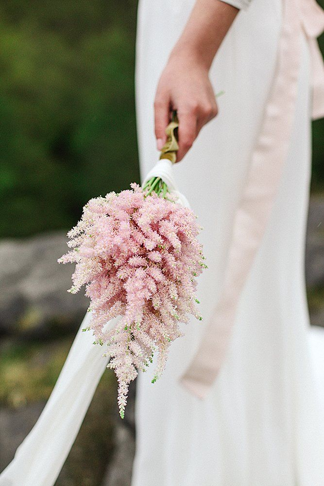30 Stylish Single Bloom Wedding Bouquets | Wedding Forward