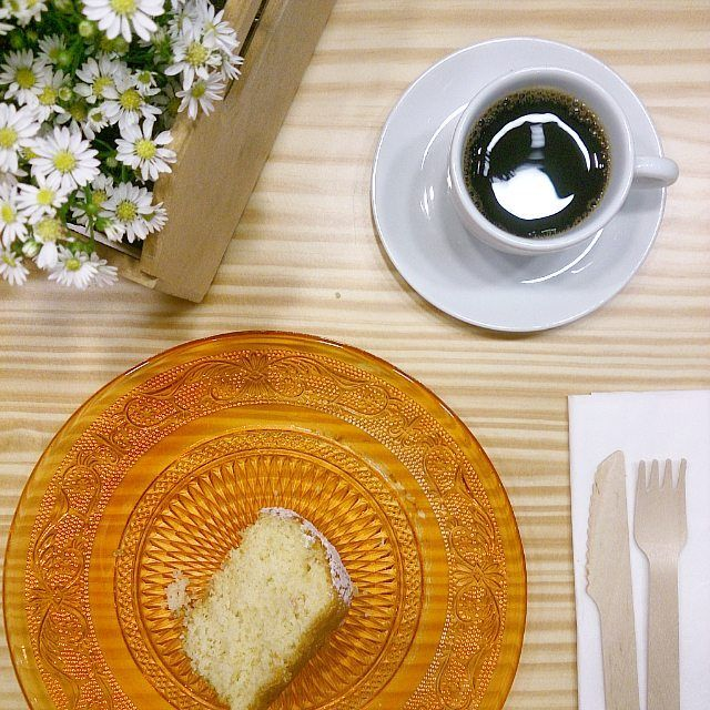 Hora do nosso café aqui no escritório... Nada como um café quentinho com um bolo de laranja fresquinho!