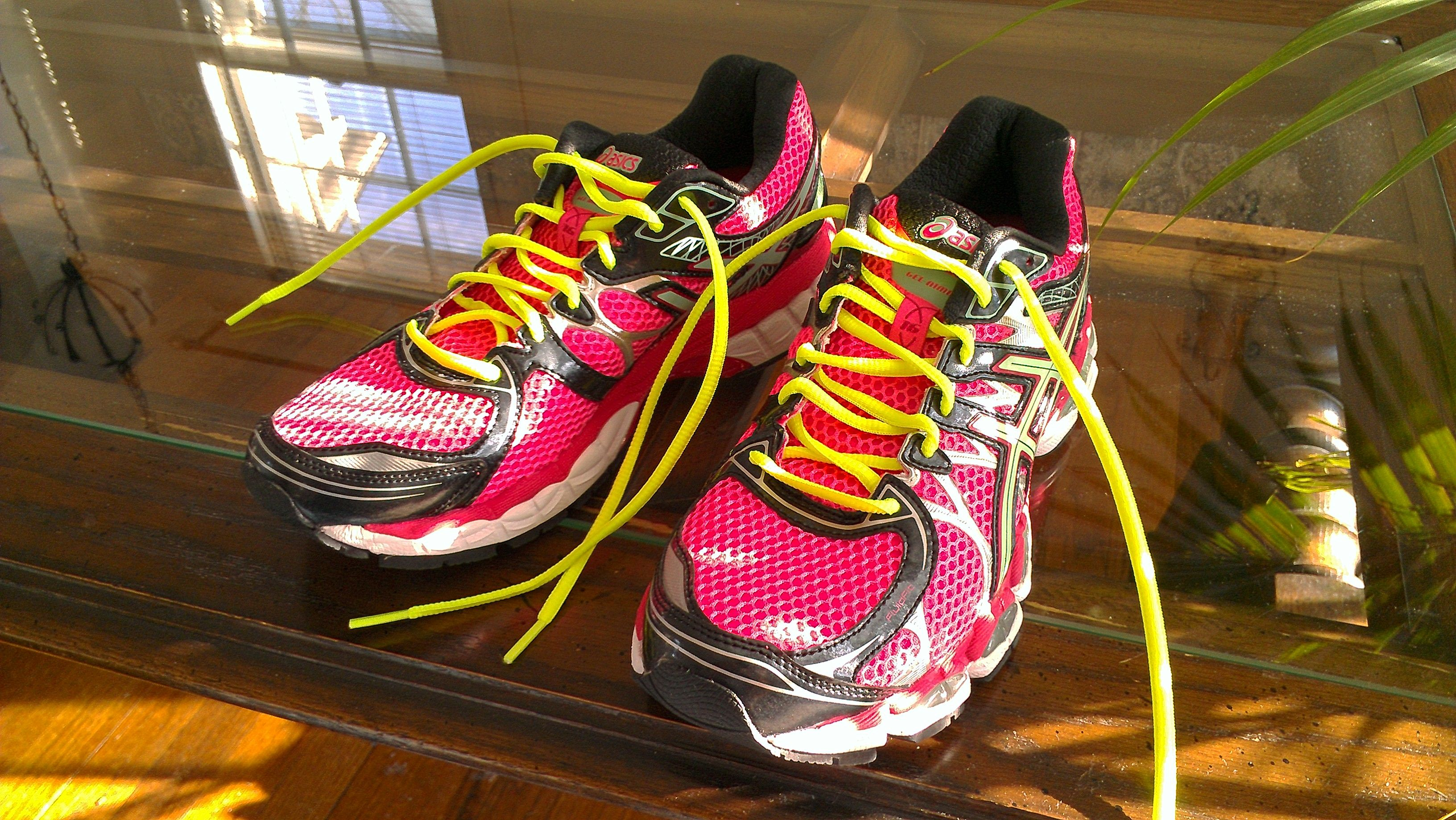 asics yellow laces
