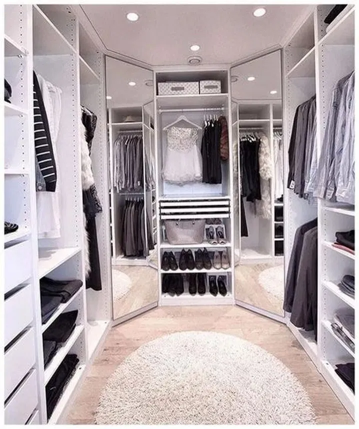 38 Walk In Closet Organization Ideas That Will Make Your Room Look Neat #walkincloset #wardrobe #bedroomideas #bedroomdecor #houseinterior #homedecor | designirulz.com