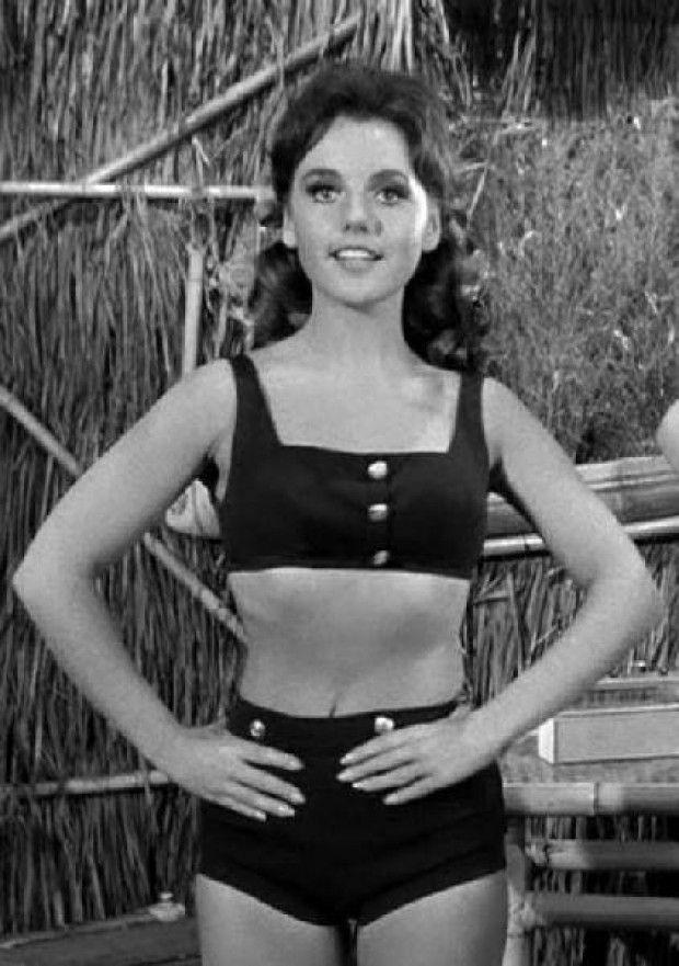 Brunette beauty Dawn Wells played farm girl Mary Ann on âGilligan's Island,â  sparking intense âGinger vs. Marry Annâ debat⦠| Tv girls, Actresses,  Classic actresses