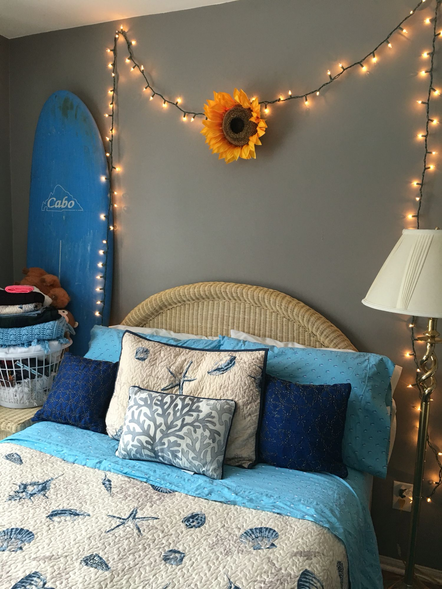 Cute bedroom ideas for college, sunflowers and beach theme. #sunflowerbedroomideas