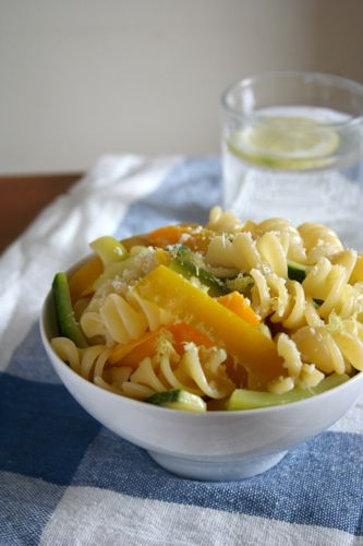 Creamy pasta with zucchini and peppers (made with greek yogurt)
