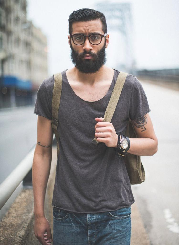 Se inspire em homens de diferentes estilos e idades usando óculos de grau. 140ae277b3