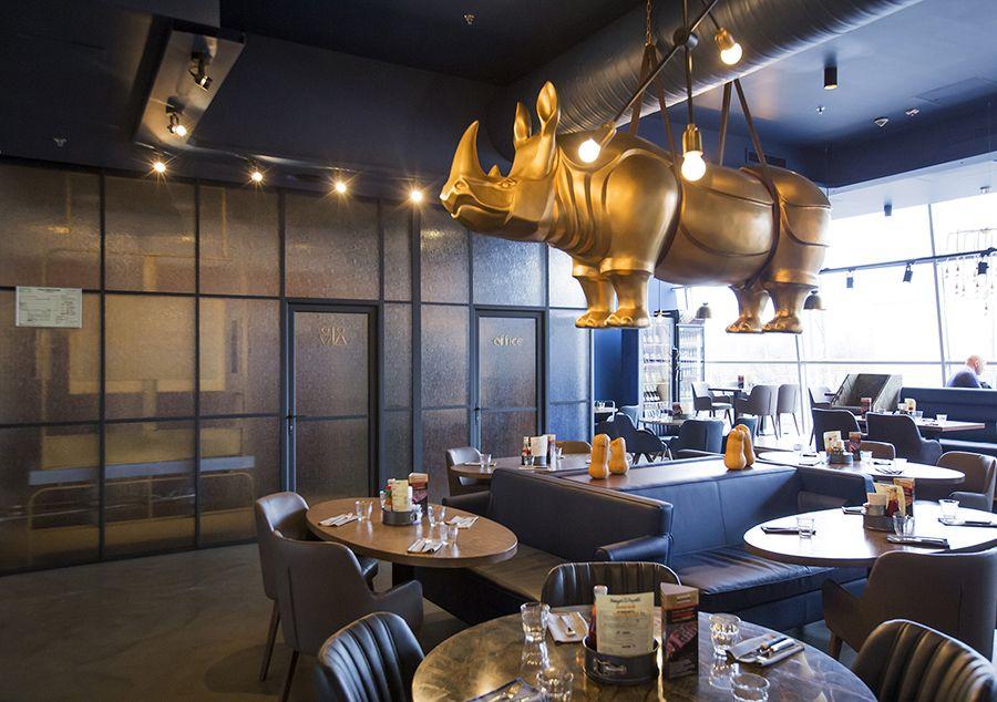Сложносочиненное ресторанное пространство с яркими акцентами: NAYADA для Burger & Pizzetta