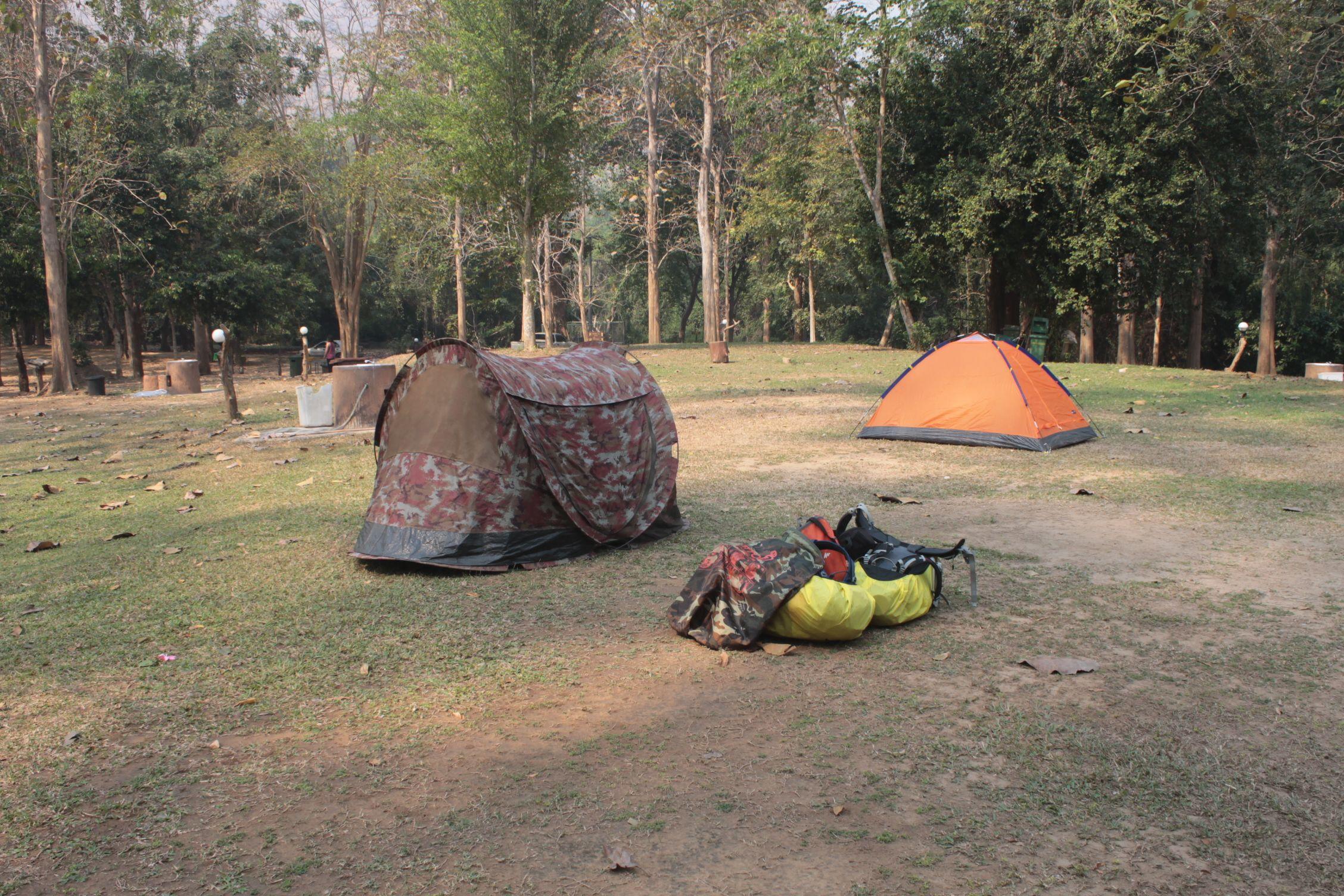 Zona de acampada en Erawan y nuestra tienda