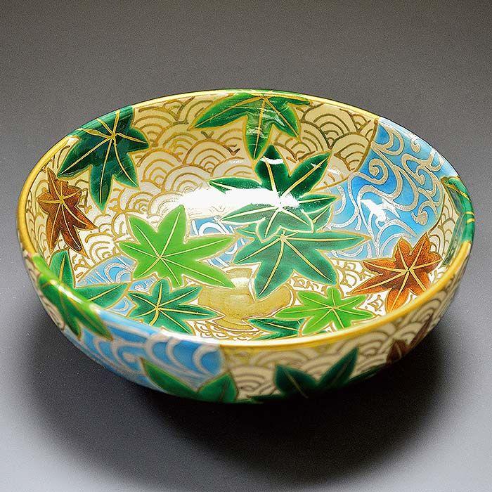 広明 色絵流水青海涙平茶碗 金盛りの青海波をベースに鮮やかな色彩の楓と流水