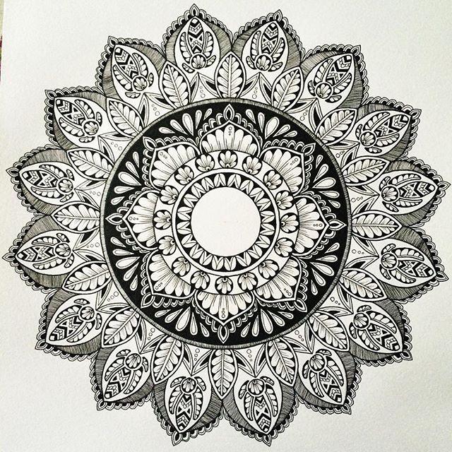 pin von carmen miller auf mandala love pinterest zeichnungen painting und mandala tattoo. Black Bedroom Furniture Sets. Home Design Ideas