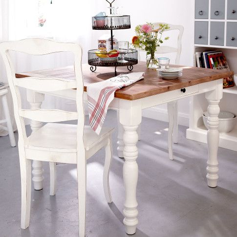 das finish antik der esstisch gem tlich mit zwei schubladen und gedrechselten beinen. Black Bedroom Furniture Sets. Home Design Ideas