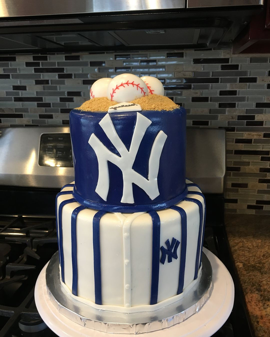 New York Yankees Cake Customcakesbykarina Babylon Yankees Newyork Newyorkyankeescake Longisland Instagood Yankee Cake Cake Yankees Birthday Party