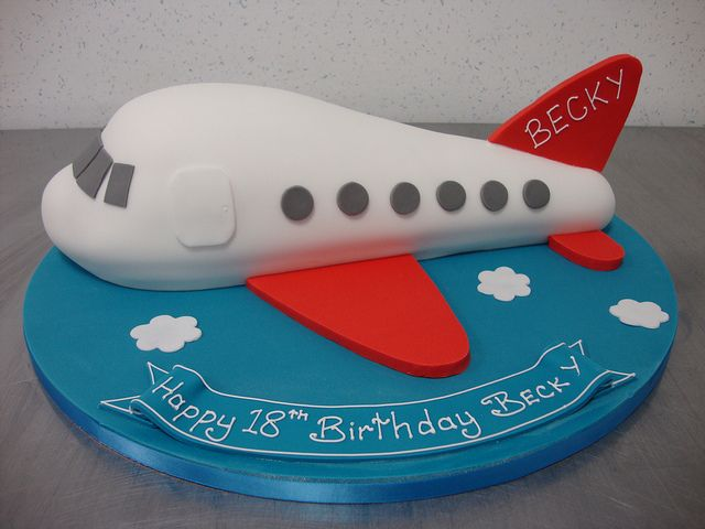 Airplane cake airplanes and cake for Airplane cake decoration