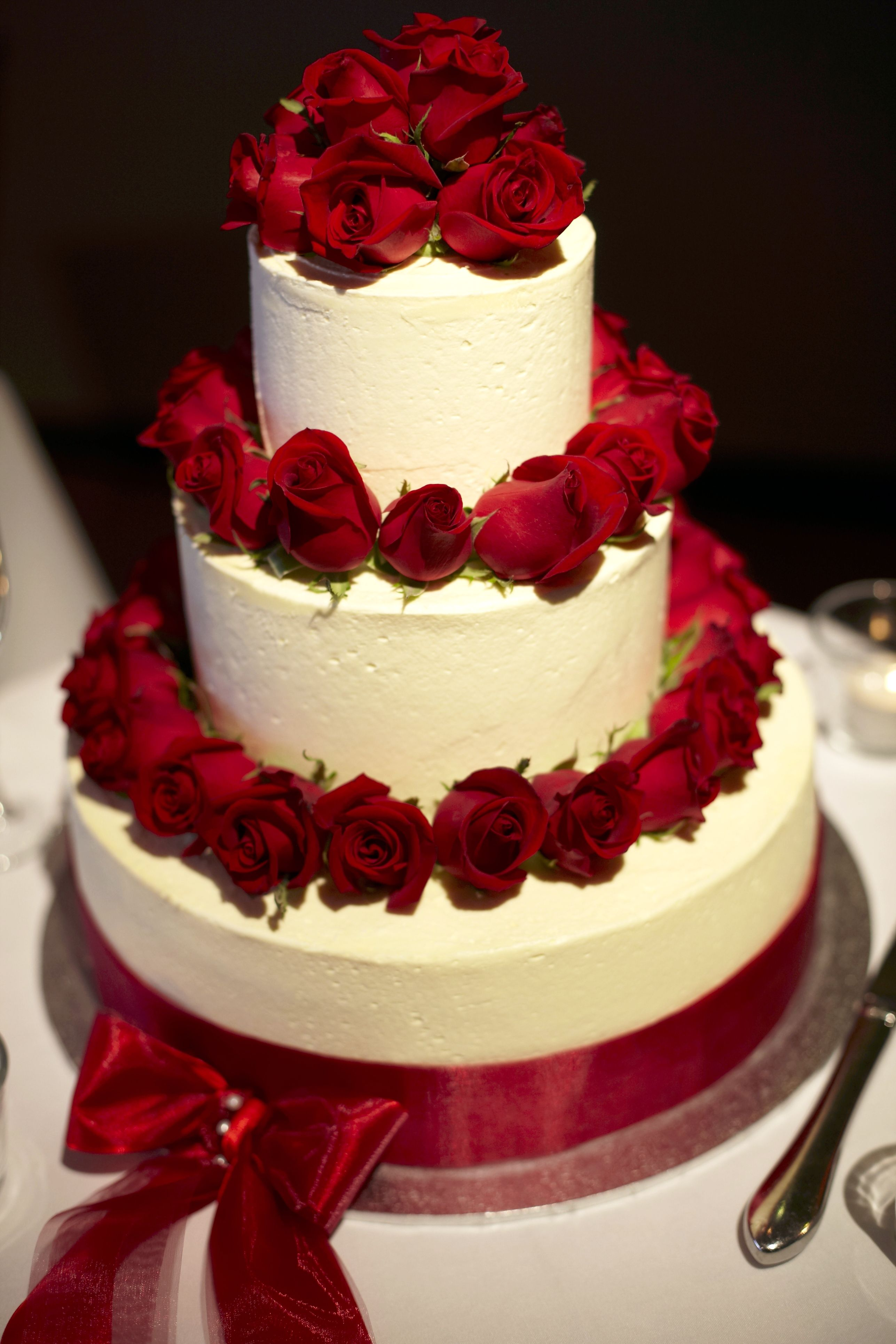For a cheaper alternative to icing roses on your wedding cake fresh