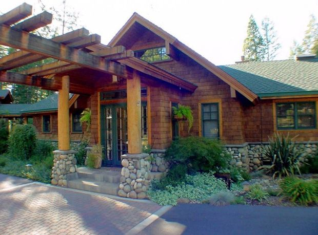 Craftsman style cabin rustic style 4 bedrooms 2 1 2 for Craftsman log homes