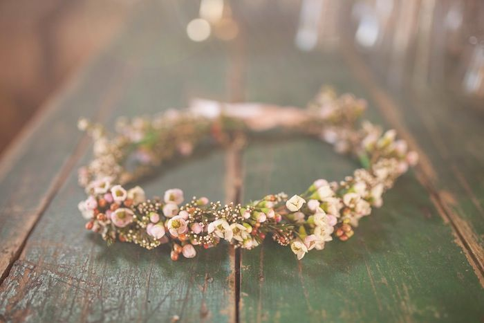 Truly & Madly Blog | Enchanting Rustic Styled Shoot at Boutique Barn NZ. // Photography by sothisislove.co.nz. Simple yet stunning wreath. #bridal #bridalaccessories  #weddings #brides #flowercrown #rustictheme #rusticwedding #rustic