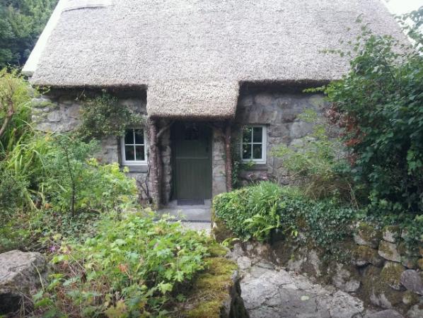 Superb Top 10 Airbnb Homes In Ireland The Irish Store Guide Interior Design Ideas Gentotryabchikinfo