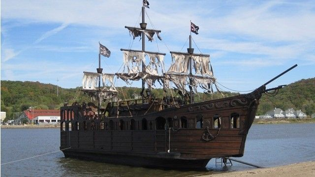 Man Builds Pirate Ship Sells For 80 000 On Craigslist Pirate Ship For Sale Pirate Cruise Pirate Ship