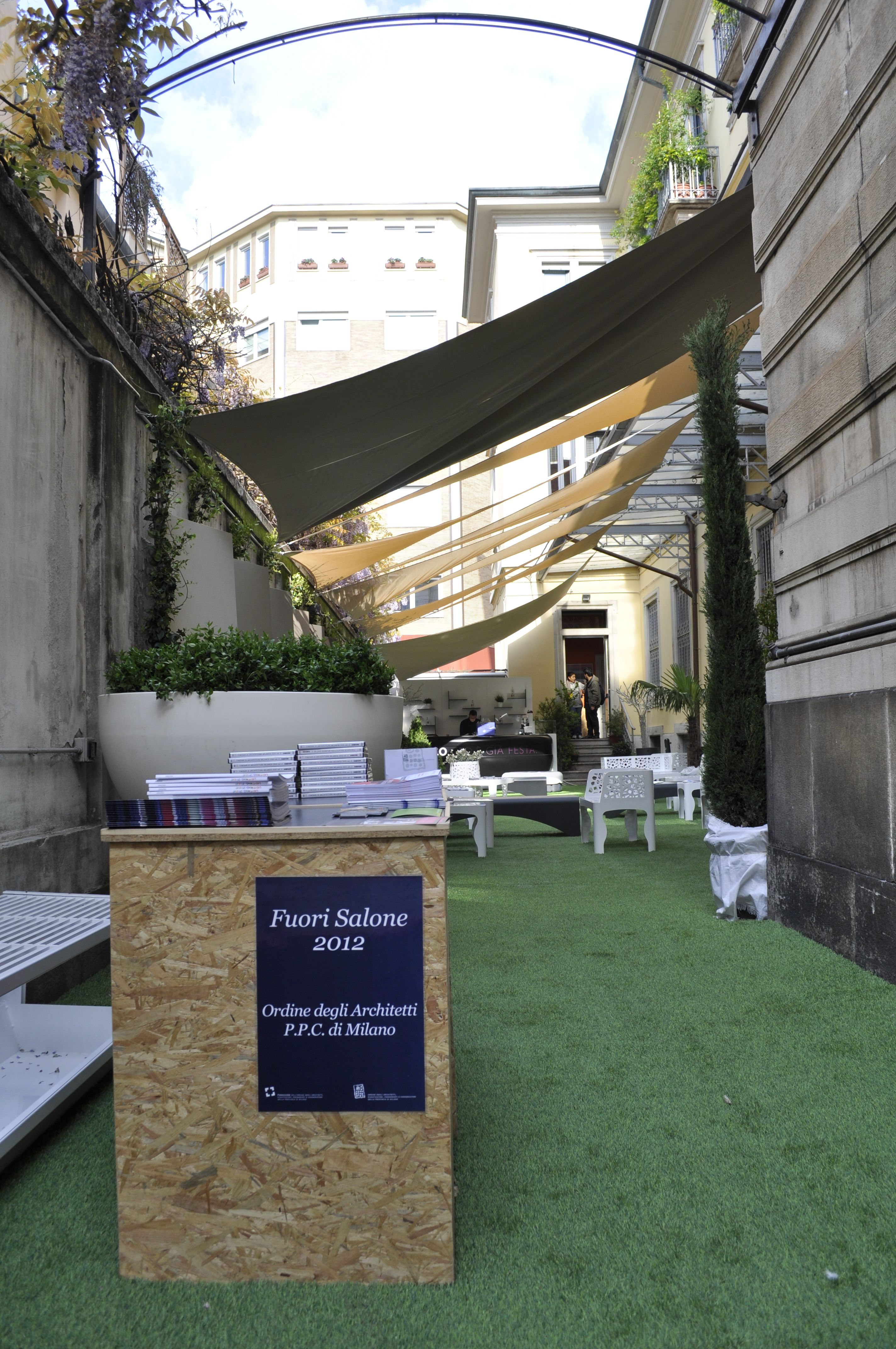 Benvenuti al Fuorisalone dell'Ordine degli Architetti di Milano, dal 16 al 22 Aprile 2012 (foto di Stefano Suriano)