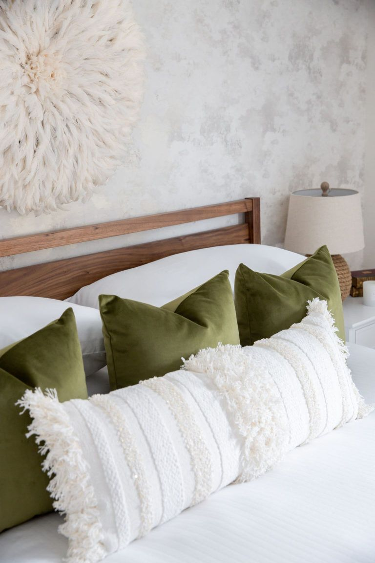 Design Tip: Styling Pillows on Beds - patterns & prosecco
